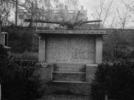 Pomník obětem bombardování na hřbitově v Dolním Jiřetíně