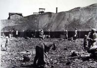 Sběr uhlí na uhelných haldách