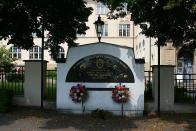Pomník zastřeleného Františka Niedermertla a obětem PTP v Mostě, kterého 10. května 1952 v Mostě zastřelili komunistické bezpečnostní síly při potlačování obhájců lidských práv. Niedermertl musel proti své vůli žít v lágru a těžce pracovat jako protistátní živel pod dohledem armády.