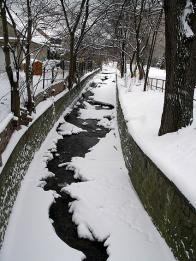 Bílý potok v pravém smyslu toho slova, v zimě Litvínově 2008
