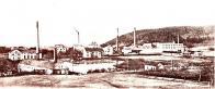 Hist. obr. 29: Pohled na tovární komplex od Pilařského rybníka z roku 1911, kam náhon nakonec ústil