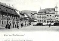 Pohled na nám. Míru v r. 1903 se starým domem čp. 11 a sochou císaře Josefa II.,  v parčíku v čele náměstí znali obyvatelé až do r.1937