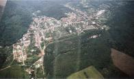 Horní část Lomu s Loučnou doplnilo několik odlišných sídlišť: Hornická osada z 20. let,hornické sídliště z 50. let a malé panelové sídliště z konce 80.let 20 století