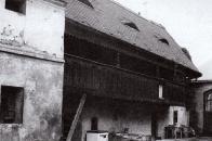 Zemědělská usedlost v Liběšicích s hrázděnou stavbou výměnku s pavlačí patří mezi chráněné památky lidové architektury