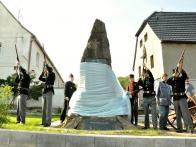 Několik fotografií ze slavnostního znovu-odhalení pomníku z dubna 2012