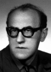 Jaroslav NOVÁČEK, zakladatel a vedoucí (do 1979),loutkoherec, technolog, připravil 57 inscenací