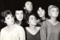 Inscenace DMD Bon Jour, Amour (1962): Zleva: Jana Rezková, Zdeněk Šlais, Miroslav Kovářík, Jiřina Zemčíková, Hlide Mannlová, Helena Cellerová