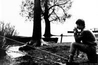 K rybaření na jezeře se sjížděli rybáři z blízkého i dalekého okolí r.1965