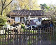 Objekt skladiště č. p. 800, před nímž bývalo uskladněno dřevo a také zde byla garáž