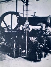 """Kompresorová stanice Dolu Pluto - kompresor """"Flottmann"""" vyrobený roku 1929"""