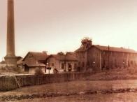 Důl Wilhelm. Jedna z budov je hrázděného typu