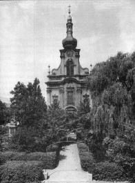 Fotografie-Kostel sv. Mikuláše v čelním pohledu