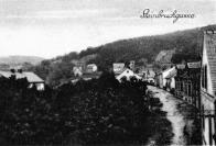 Steinbruchgasse - Kamenolomská Steinbruchgasse  což je možná ( to opravdu nevím jistě ) možná to stoupání k obci Sandl ( Písečná) s již počínající zástavbou ?