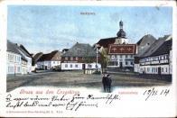 """Trh s hotelem """"Korunní princ Rudolf"""" a morový sloup 1914"""