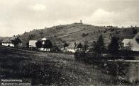 V pozadí Jahnwarte - Rozhledna na růžovém vrchu