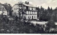 Braunův hostinec mezi Moldavou a Českým Jiřetínem, v krásném údolíčku těsně u hranic (r.1931)