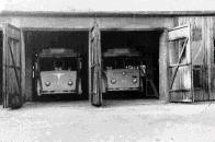 Takto vypadaly trolejbusové garáže v Litvínově, původně zbudované jako krátkodobé provizorium v roce 1946. Garáže stávali v místech Gorkého ulice cca č. p. 1677.