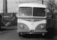Vůz 106/II. byl jediným poválečným mosteckým trolejbusem, vyřazeným při likvidaci Mostecko-litvínovského provozu. Netradiční nátěr si zřejmě přinesl ze svého prvního provozu z Teplic