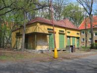 Bývalá trolejbusová měnírna v Litvínově, jaro 2006
