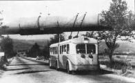 Vůz 102/I. zachytil fotograf v létě 1947 při jízdě od Stalinových závodů do H.Litvínova před křížením se vzduchovodem chemičky.Na místě tehdejší silnice se dnes rozkládá areál Petrochemie Asi 1 km východně leží zastávka Doly-Hlubina