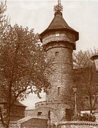 Hrad Hněvín po další rekonstrukci počátkem sedmdesátých let 20. století. Na vrcholu věže spatříme již spleť antén a vysílačů