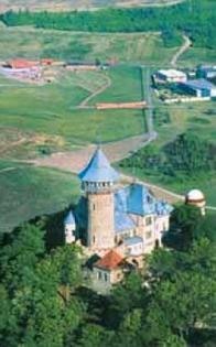 Současný letecký pohled na hrad Hněvín po rekonstrukci v roce 2002