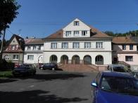 Dominanta osady, hlavní budova s 5 loubími