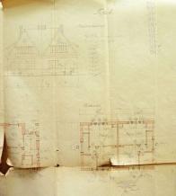 Zde se jedná o typ domku v plánech označených IV.Tento typ domku sloužil dvěma rodinám,oba obytné celky jsou identické. V přízemí se nacházela kuchyně a obývací místnost. V podkroví pak dvě prostorově skromné ložnice
