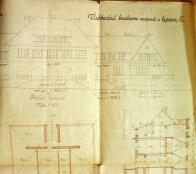 K dominantnímu objektu celé kolonie by v křídlech přistavěny jindy samostatné objekty,pracovně označeny jako V.Hlavní budova je dvoupodlažní se sedlovou střechou, v přízemí s loubím.I v tomto případě bylo podkroví využíváno k bydlení