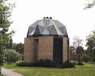 Pavilon byl vybudován za účelem instalace Braunových a Brokofových soch a znovu-osazení fresky V.V. Reinera. Freska byla původně umístěna v Barokním hospitále s kostelem Nanebevzetí P. Marie, který nechal v roce 1728 vystavět Jan Josef z Valdštejna. Hospitál byl v roce 1958 zbořen a Reinerova freska byla přemístěna do nového pavilonu v zámecké zahradě. Pavilon byl postaven podle návrhu architekta Jana Sokola. Otevřen byl v roce 1983 pod záštitou UNESCO