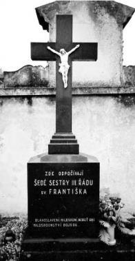 Hroby šedých sester III.řádu sv.Františka