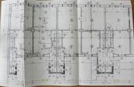 Dnes už je dispozice domku přeci jen větší, ale ještě před rokem 1953 než došlo k rekonstrukci domů a následném spojení dvou jednotek v jednu, se opravdu jednalo téměř o domky pro panenky