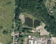 Rybník spíš přirozeně vysychá, na nejnovější fotografii je to vidět. Majitel má s pozemkem asi jiné záměry...