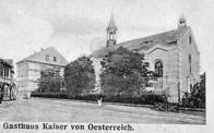 Vlevo hostinec Císaře rakouského, vpravo kaple sv.Anny