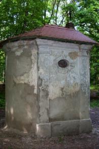 Kaplička pře restaurováním