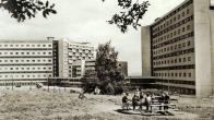 V této části Koldomu byla školka. Na terase děti za teplého počasí přespávaly  v povinném odpolední spánku