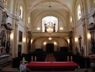 Pohled od hlavního oltáře