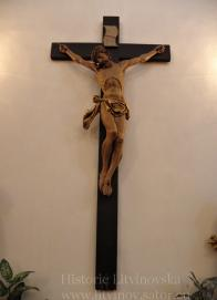 12/ Kalvárie -sousoší z první poloviny 17.stol., velmi hodnotná renezanční plastika: Křiž s tělem Kristovým cca 2 m vysoký.