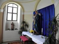 18/ Růžencová kaple - osmiboká, Socha Panny Marie s Ježíškem z roku 1897