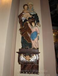 8/ Vlevo na konzole socha sv. Anny s Ježíškem v náručí po boku jako dívenka Panna Maria -baroko -dřevo - kvalitní řezbářská práce, výška 155 cm
