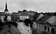 Nádražní ulice a část kostela na Václavském náměstí