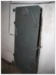 Přetlakové čtyř-závorové dveře do krytu