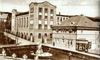 Dominantní budova ZK Benar s domem čp. 296 v Rooseveltově ulici, kde sídlila knihovna do r. 1953