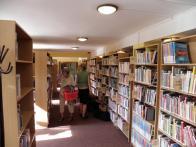 Knižní fond je z důvodu nedostatku místa omezen na knihy vydané po roce 1985.