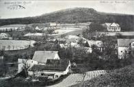 """Písečná. Dnes již téměř zapomenutá osada Litvínova, která je i dnes mnohem známější pod svým původním německým názvem - Sandl.  Za Rakouska-Uherska a první republiky bylo toto místo, jak hlásá název na pohlednici, """"Sommerfrische"""" – tedy letovisko. Pro tehdejší příměstskou rekreaci byla Písečná (a nejenom ona, ale i další obce a osady na svahu Krušných hor) jako stvořená-ležela na pomezí mezi ovocnými sady a rozsáhlými lesy na svazích Krušných hor, procházela zde žlutobíle značená turistická cesta (Teplického horského spolku) z Chudeřína přes Lounici na Klíny a existoval zde hostinec """"Buchenlaube"""" – volně přeloženo - Bukové podloubí. Navíc byl čtvrt hodiny pěší chůze od osady spolehlivý dopravní prostředek-meziměstská úzkokolejná tramvaj, která sem dopravovala, zvláště o nedělích a svátcích, mnoho odpočinkuchtivých obyvatel Mostecka  a Litvínovska. Tramvajová zastávka, ač ležela na katastru Hamru se jmenovala """"Sandl"""" či """"Cesta na Sandl"""". Podle Seznamu míst v království českém z roku 1913 patřil Sandl přímo pod město Horní Litvínov, bylo zde 13 domů, ve kterých bydlelo 66 obyvatel (všichni s německou obcovací řečí). Farou i poštou spadali do Litvínova. Pro správu lesů hraběte Valdštejna zde byla umístěna jedna z mysliven (v roce 1894 je zde veden jako vrchní myslivec Josef Walde)"""