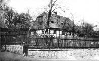 V Lázeňské ulici zůstalo do 50. let 20. století zachováno několik lidových staveb, které nepostihla novodobá přestavba prosazující se ve městě od 80. let 20. století.