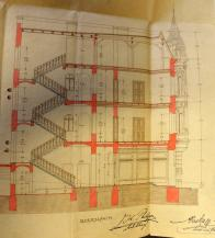 Bokorys lékárny v řezu, kde jsou zachyceny podpisy jak stavebníka MUDr.Johanna Philippa, tak stavitele France Nusky. Pro úplnost:  budova byla postavena r. 1906 a zbořena v letech 1969