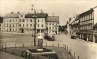 Náměstí směrem k východu naproti dnes firma Hauptwogel