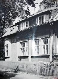 Hamerská pila v 60 letech,než musela ustoupit výstavbě silnice,dnes (ale hlouběji) zde stojí vila s prodejnou Aqva-Tera.