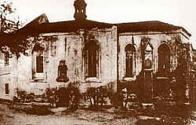 Gotický kostelík sv. Ducha s přilehlým špitálem na bývalé Pražské ulici ve dvacátých letech 20.století